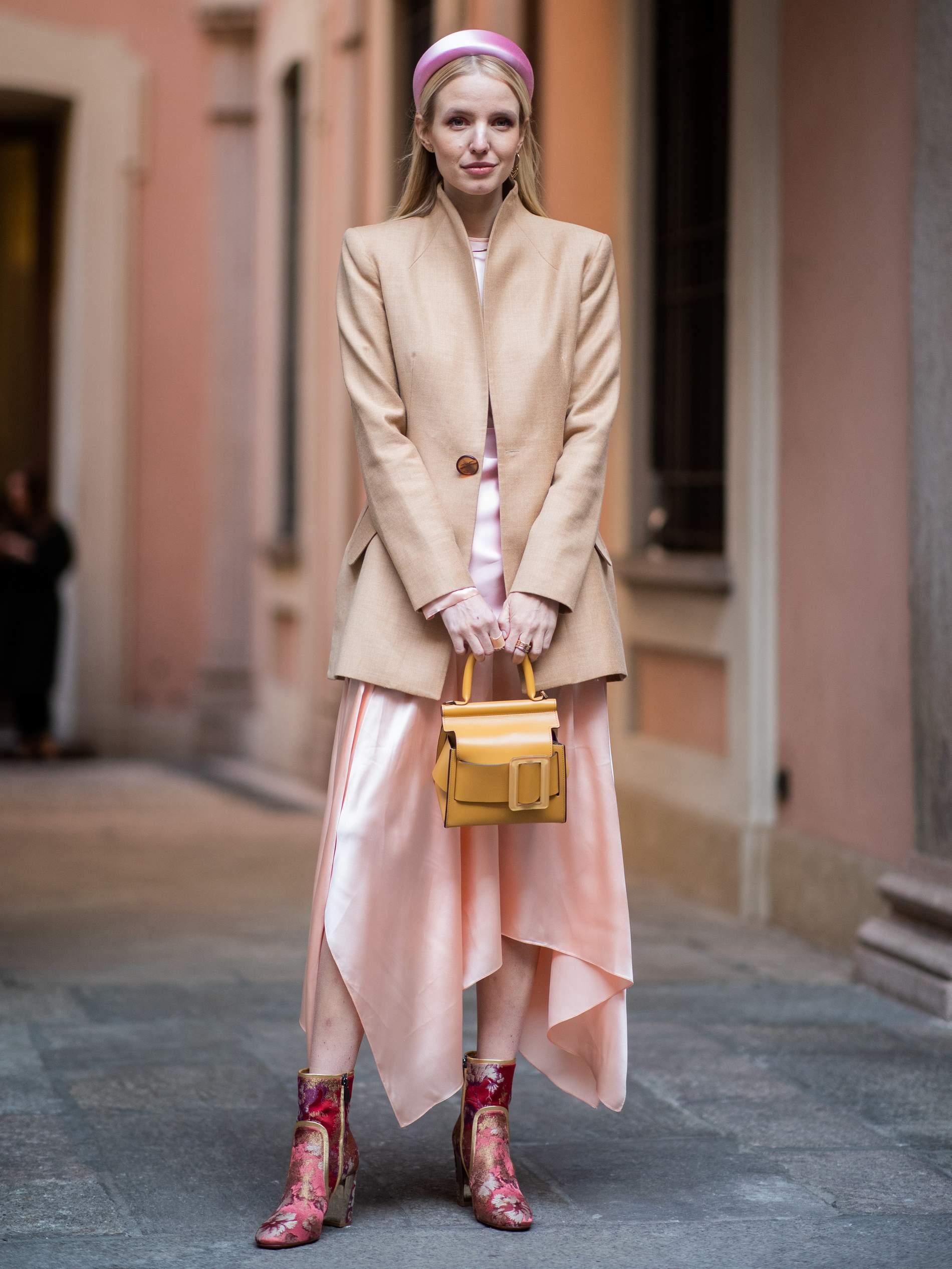Как носить ободок в стиле Prada этим летом? ободок, можно, цвета, носить, ободки, образ, более, Посмотреть, публикацию, InstagramПубликация, глазам, серым, образа, ободком, платья, Можно, Laetitia, стиля, missmondo, Kutob