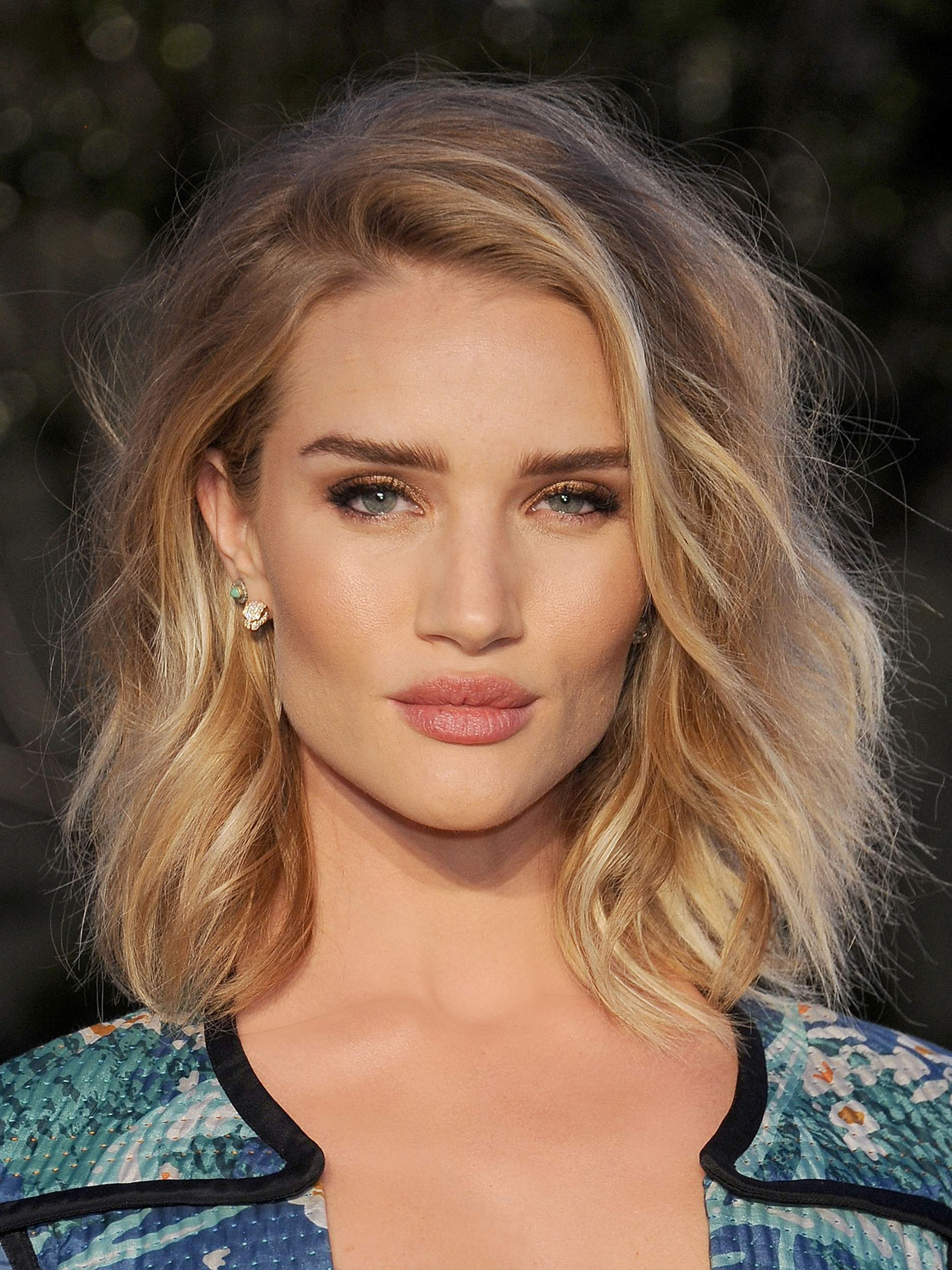 Rosie Huntington-Whiteley Continues Her Amazing World Tour