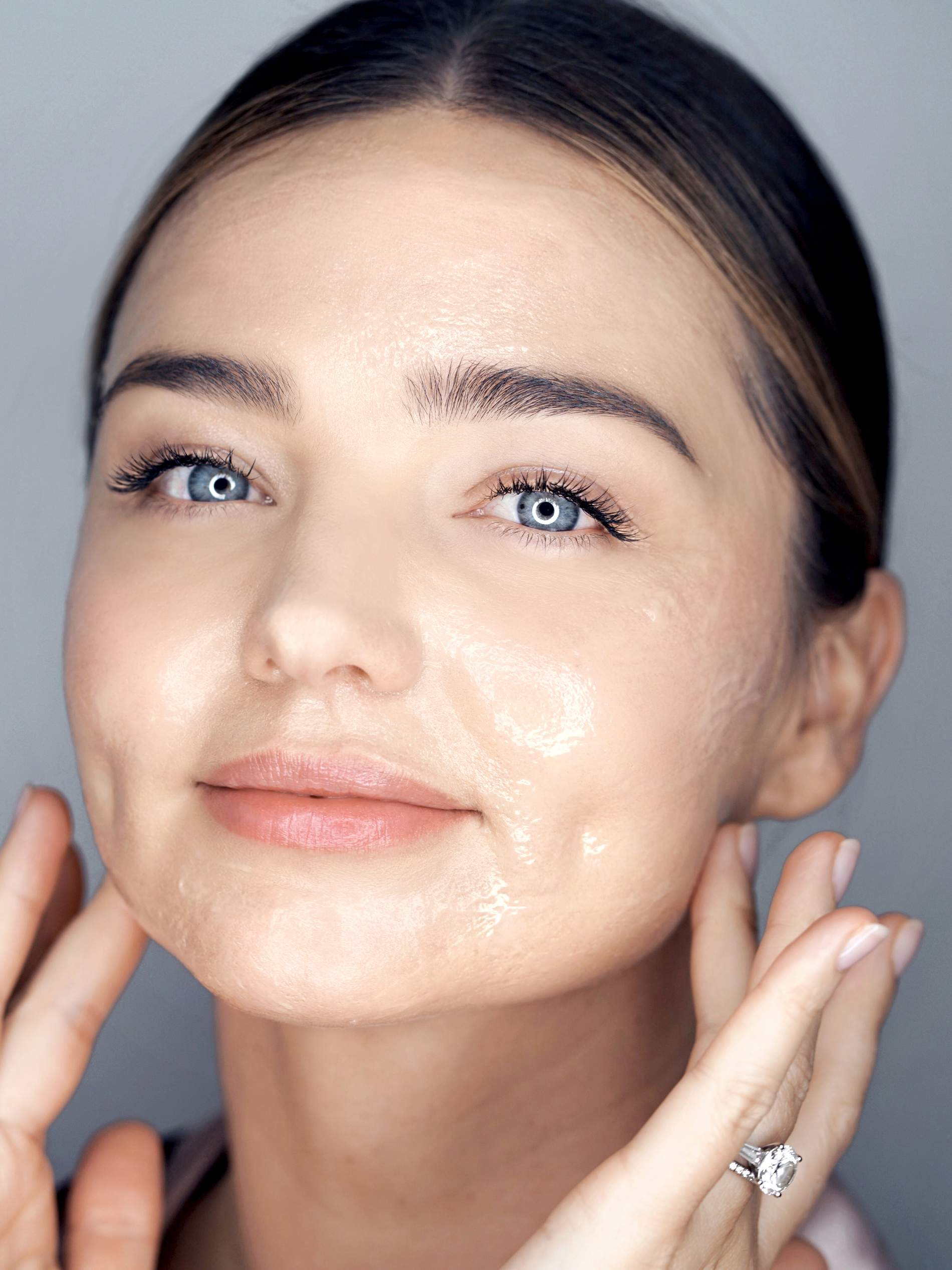 b5ca2bc5a241 Miranda Kerr s Daily Beauty   Wellness Routine Is A Must Read