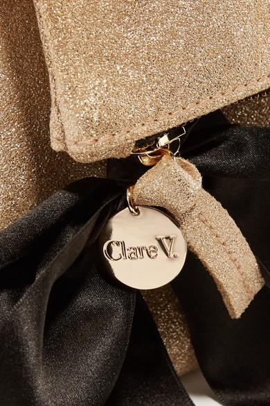 Clare V. Clutch aus Veloursleder mit Glittereffekt und Schleifenverzierung
