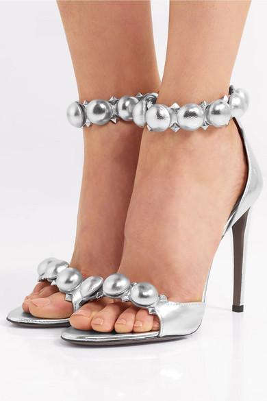Alaïa Bombe nietenbesetzte Sandalen aus Metallic-Leder