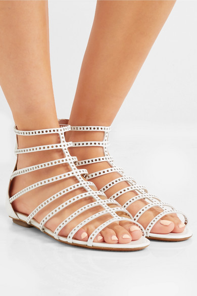 Alaïa Lasergeschnittene Sandalen aus Lackleder