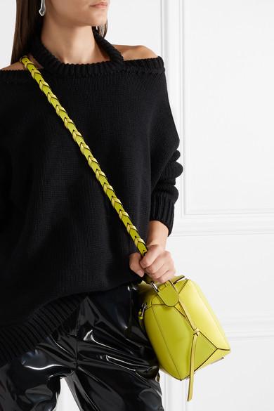 Loewe Zweifarbiger Taschenträger aus Leder in Flechtoptik