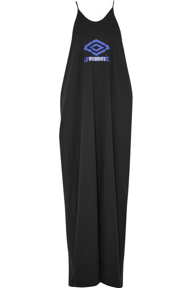 Vetements + Umbro bedrucktes Maxikleid aus Baumwoll-Jersey Verkauf Mode-Stil Verkauf Günstig Online Freies Verschiffen In Deutschland In Deutschland Verkauf Online 9vtCh2NwI9