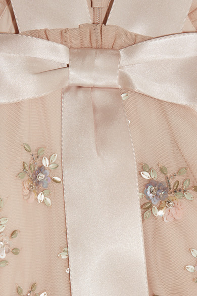 Needle & Thread Lumiere schulterfreie Robe aus Tüll mit Rüschen und Verzierungen