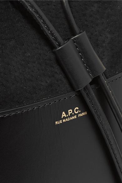 A.P.C. Atelier de Production et de Création Claire Beuteltasche aus Leder und Veloursleder