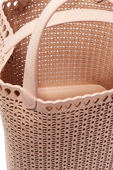 Alaïa Beuteltasche aus lasergeschnittenem Leder