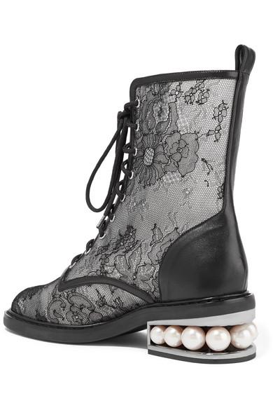 Nicholas Kirkwood Casati verzierte Stiefel aus Spitze und Leder