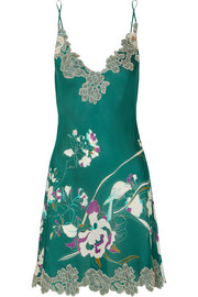 Carine Gilson Chantilly lace-trimmed printed silk-satin chemise