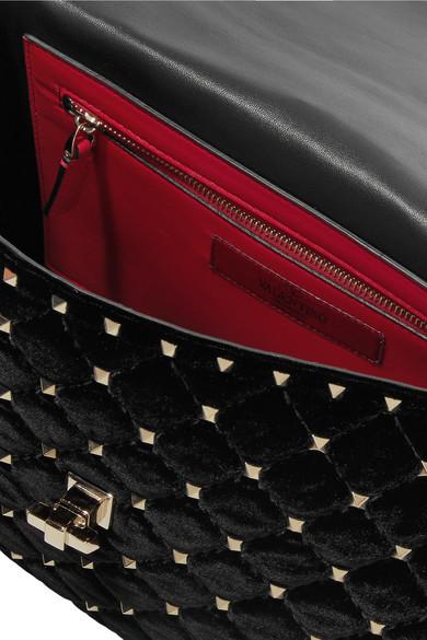 Valentino Rockstud Spike mittelgroße Schultertasche aus gestepptem Samt