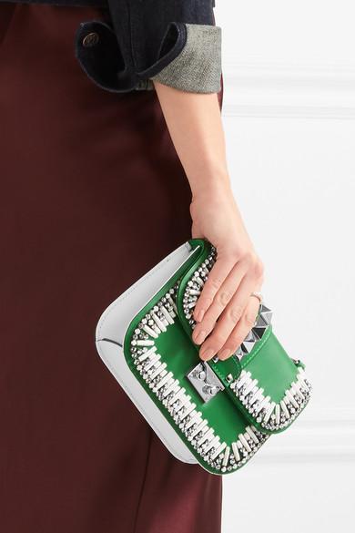 Valentino Lock zweifarbige Schultertasche aus Leder mit Verzierung