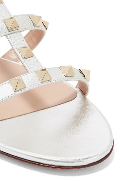 Valentino The Rockstud Sandalen aus strukturiertem Metallic-Leder