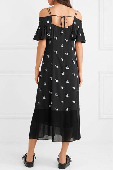 McQ Alexander McQueen Schulterfreies Kleid aus bedrucktem Crêpe de Chine mit Chiffon-Einsätzen