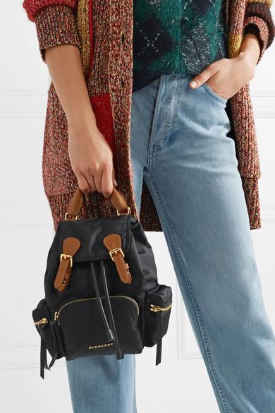 Burberry Kleiner Rucksack aus Gabardine mit Lederbesätzen
