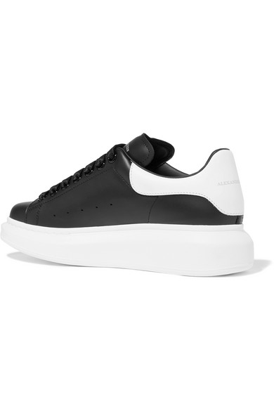Alexander McQueen Sneakers aus Leder mit überstehender Sohle