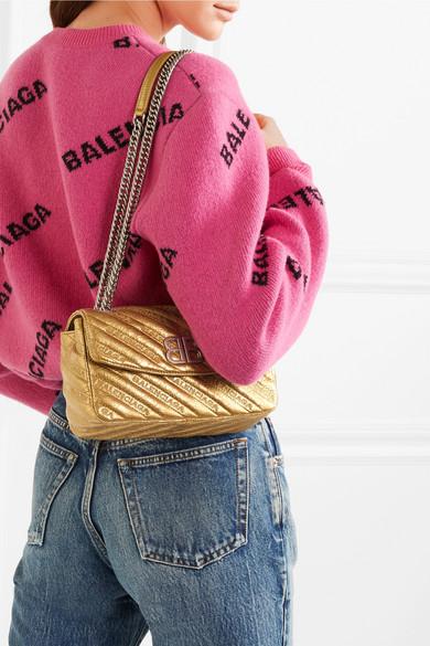 Balenciaga BB Round kleine bestickte Schultertasche aus strukturiertem Metallic-Leder