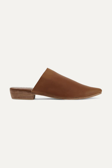 ST. AGNI Paris Leather Slippers in Brown
