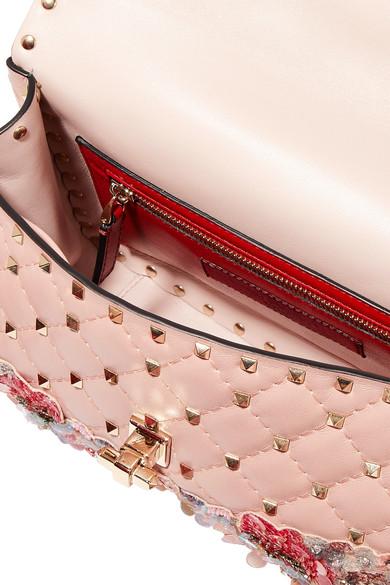 Valentino Rockstud Schultertasche aus gestepptem Leder mit Applikationen