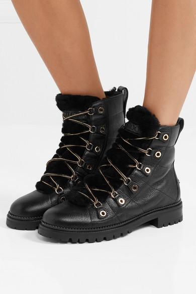 cbc6741376cd Jimmy Choo. Hillary Ankle Boots aus strukturiertem Leder mit  Shearling-Besatz