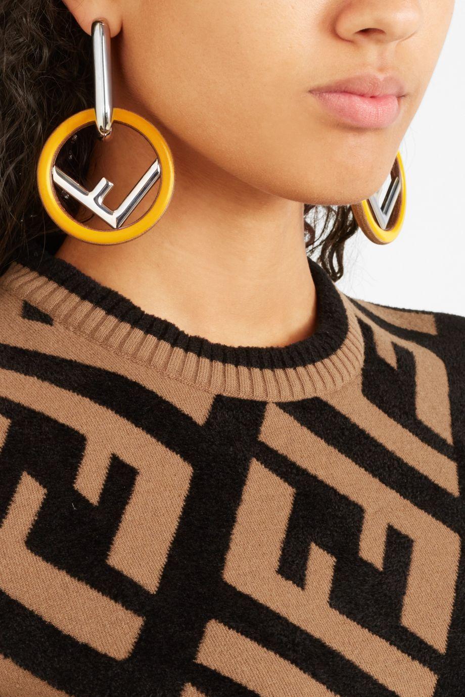 Fendi Silberfarbene Ohrringe mit Holz und Emaille