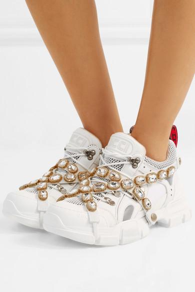 f9313a4fee Gucci   Baskets en cuir, daim et résille à cristaux et à logo ...
