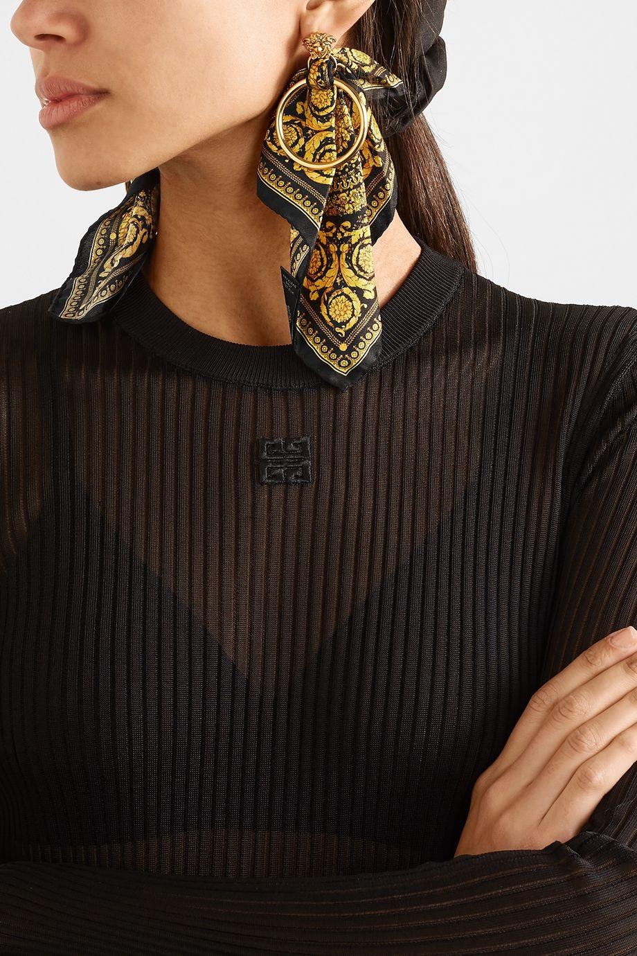 Versace Goldfarbene Ohrringe mit Details aus bedrucktem Seiden-Twill