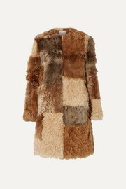 Burberry Mantel aus Shearling in Patchwork-Optik