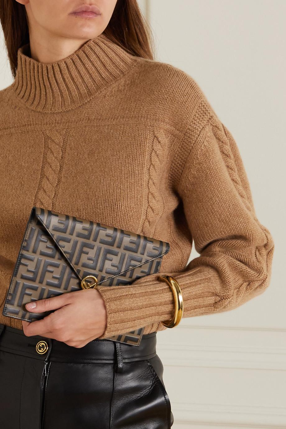 Fendi Beutel aus glattem und strukturiertem Leder mit Prägung
