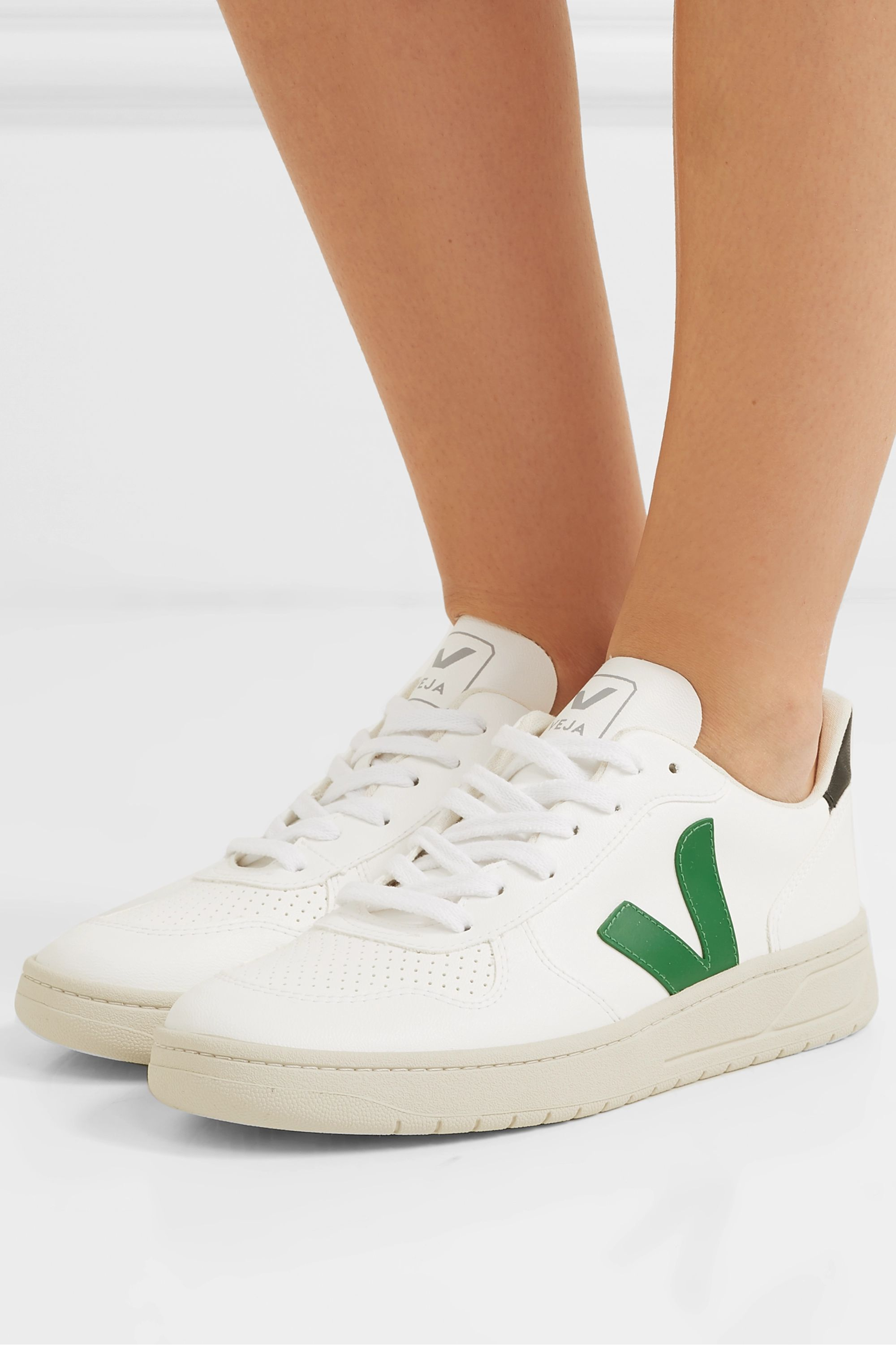 caliente estar impresionado Fantástico  White + NET SUSTAIN V-10 Bastille vegan leather sneakers | Veja |  NET-A-PORTER