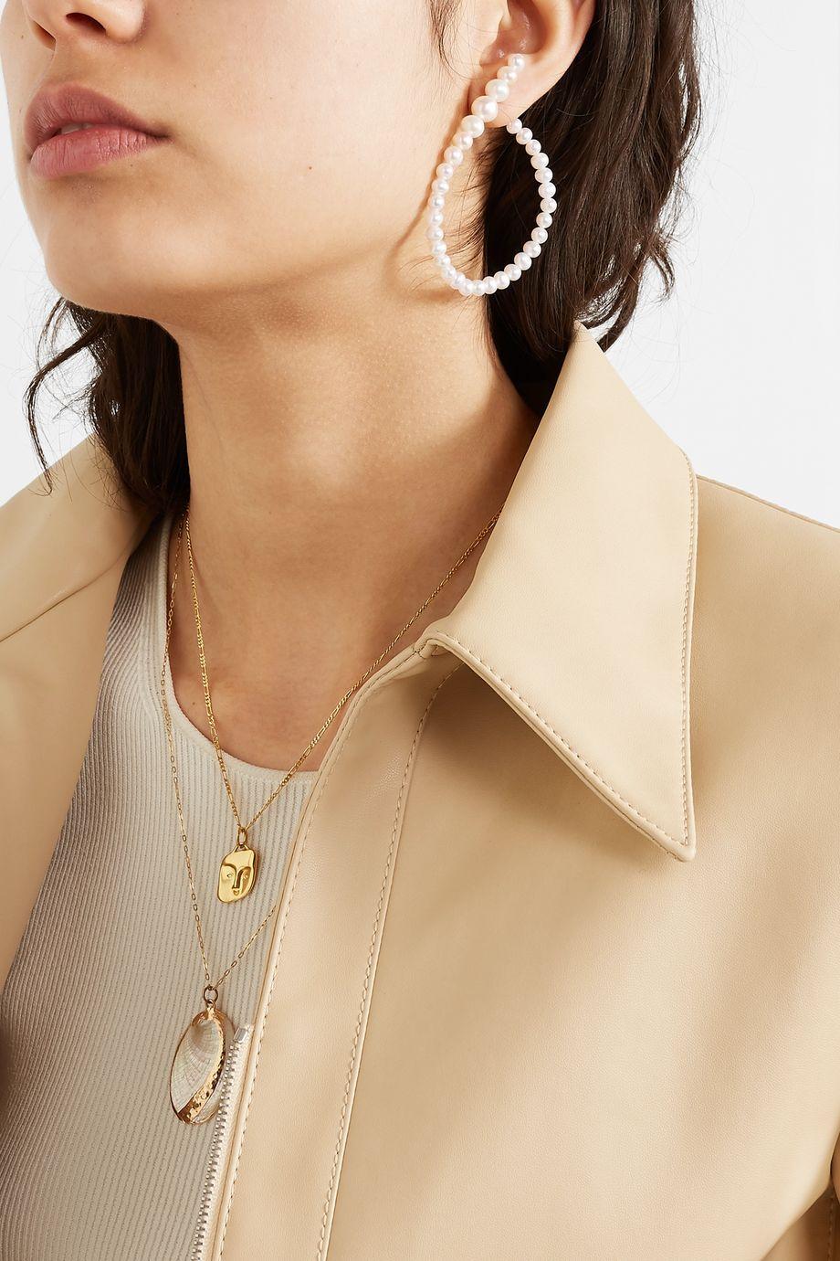 unknown Ohrring aus Perlen mit goldfarbenen Details