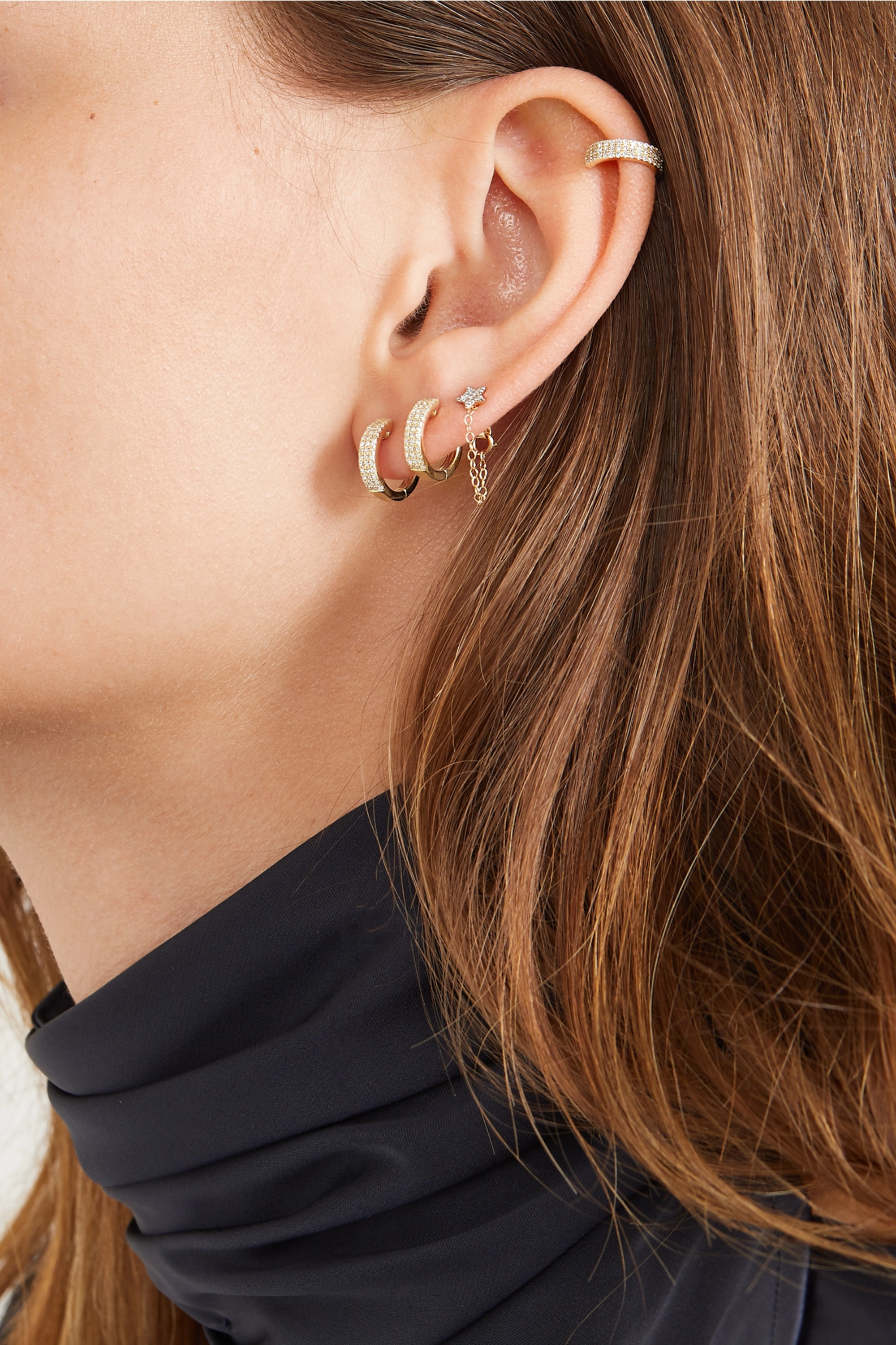 STONE AND STRAND Gold diamond ear cuff