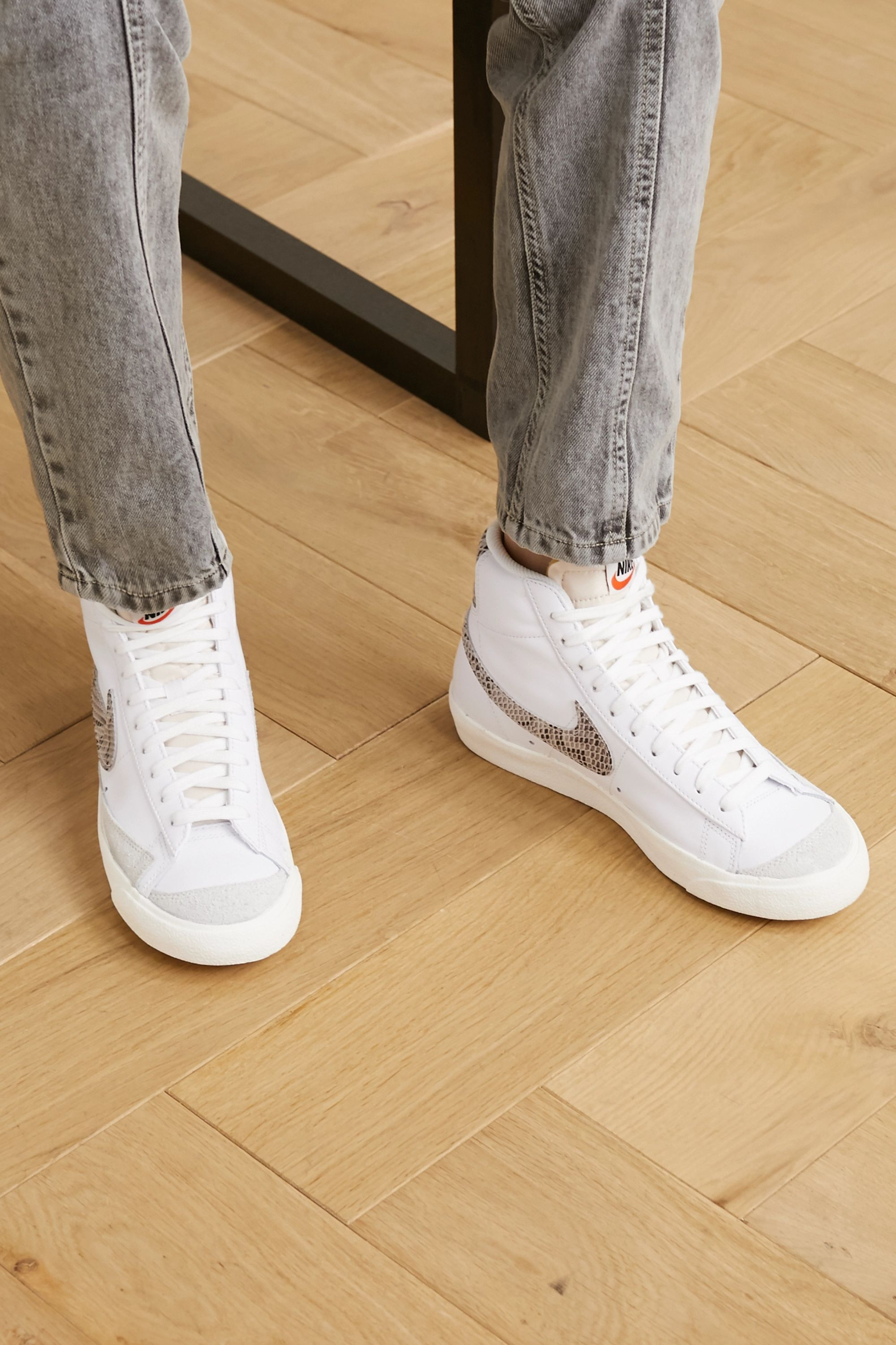 Inconveniencia parásito Sucio  White Blazer Mid 77 suede-trimmed leather high-top sneakers | Nike |  NET-A-PORTER
