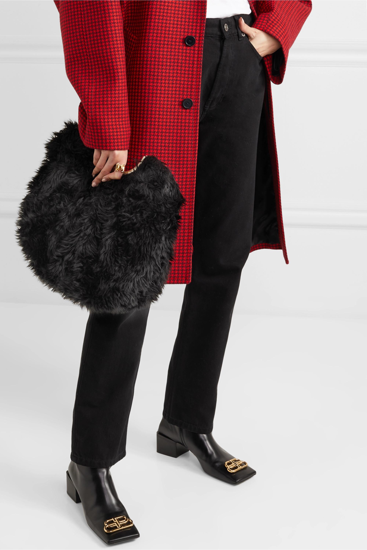 Balenciaga Clutch aus Faux Fur