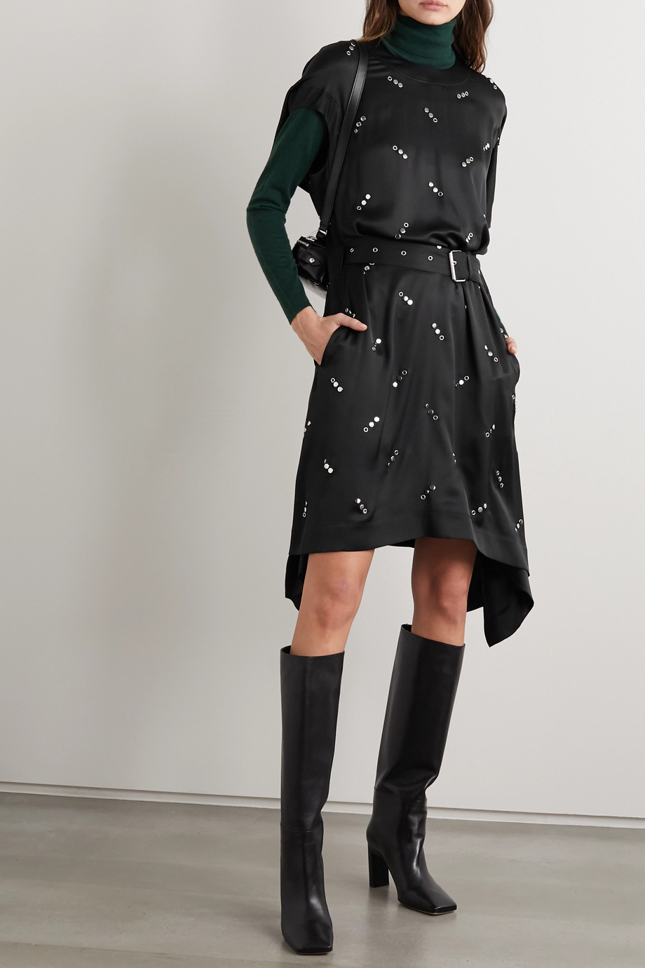 Burberry Kleid aus verziertem Seidensatin mit Gürtel