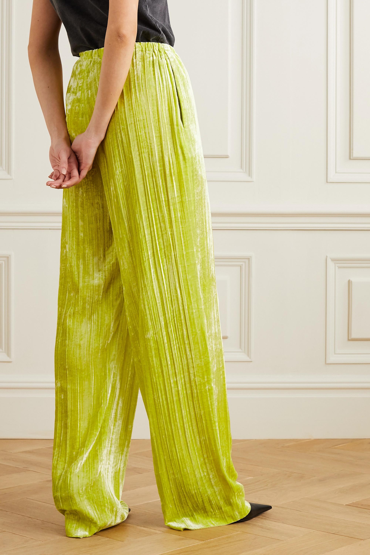Balenciaga Hose mit weitem Bein aus Samt in Knitteroptik