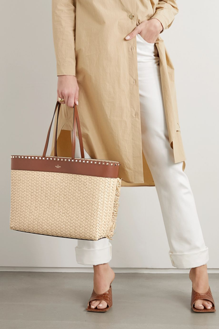 Valentino Valentino Garavani Rockstud medium leather-trimmed raffia tote