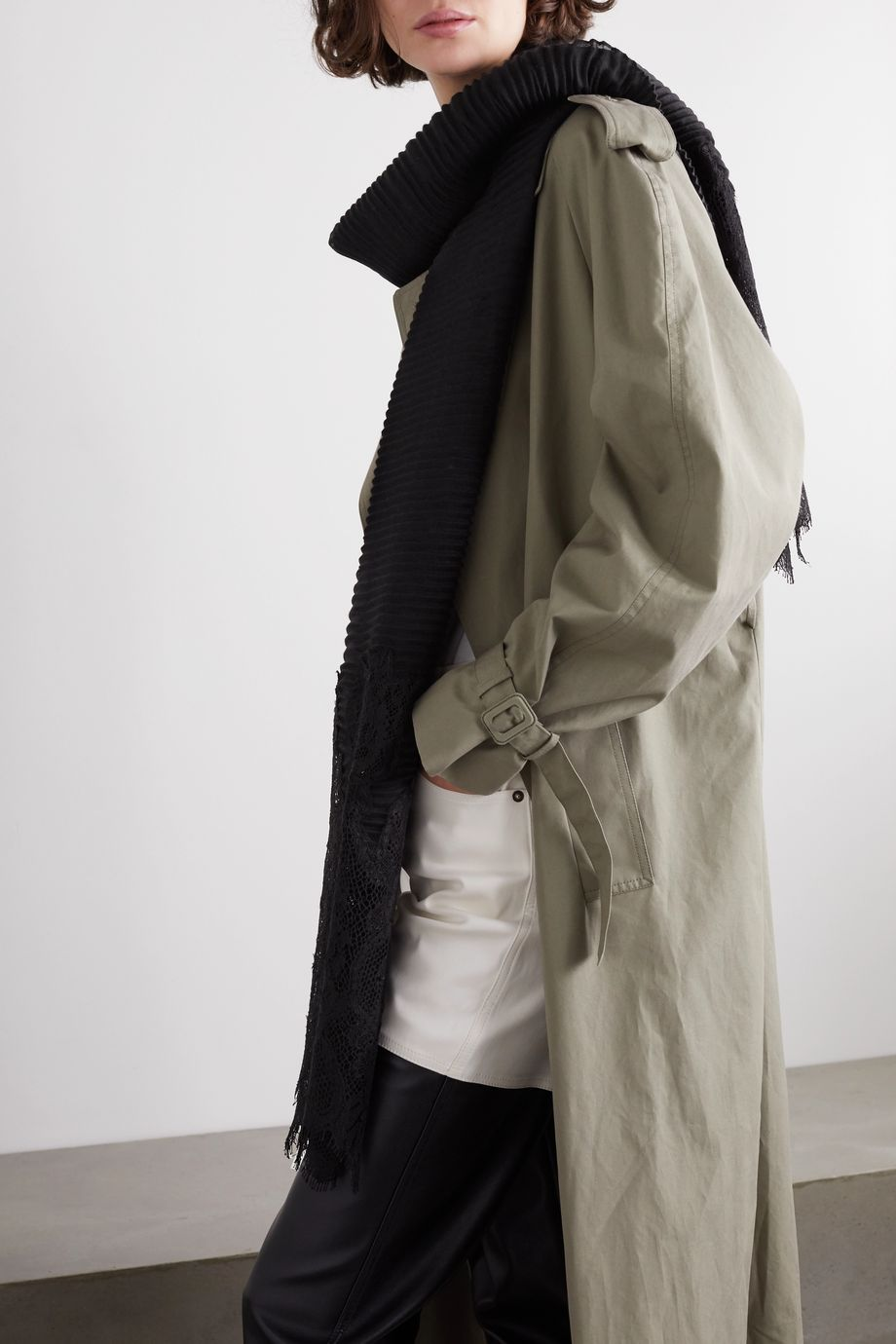 Valentino Écharpe plissée en cachemire et laine mélangés à finitions en dentelle Valentino Garavani