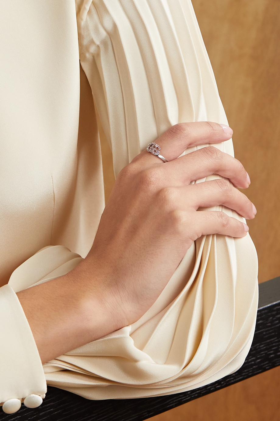 Gucci Ring aus 18 Karat Weißgold mit Topasen