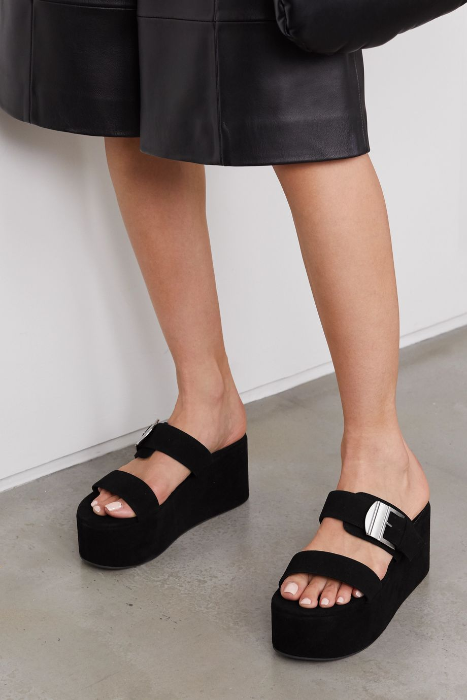SIMON MILLER Pantoletten aus Leder mit Plateau und Schnalle