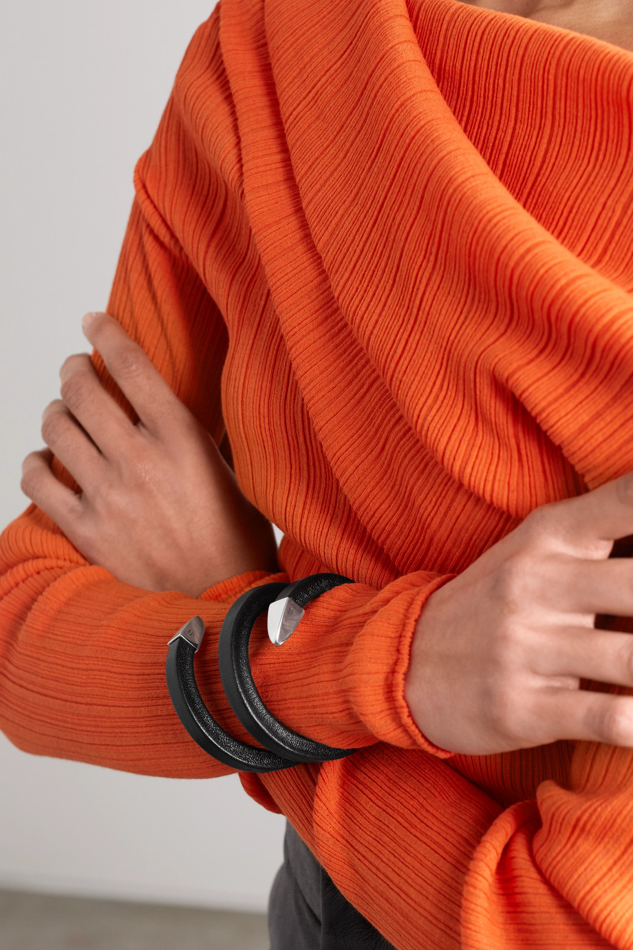Bottega Veneta Armspange aus Leder mit silberfarbenen Details