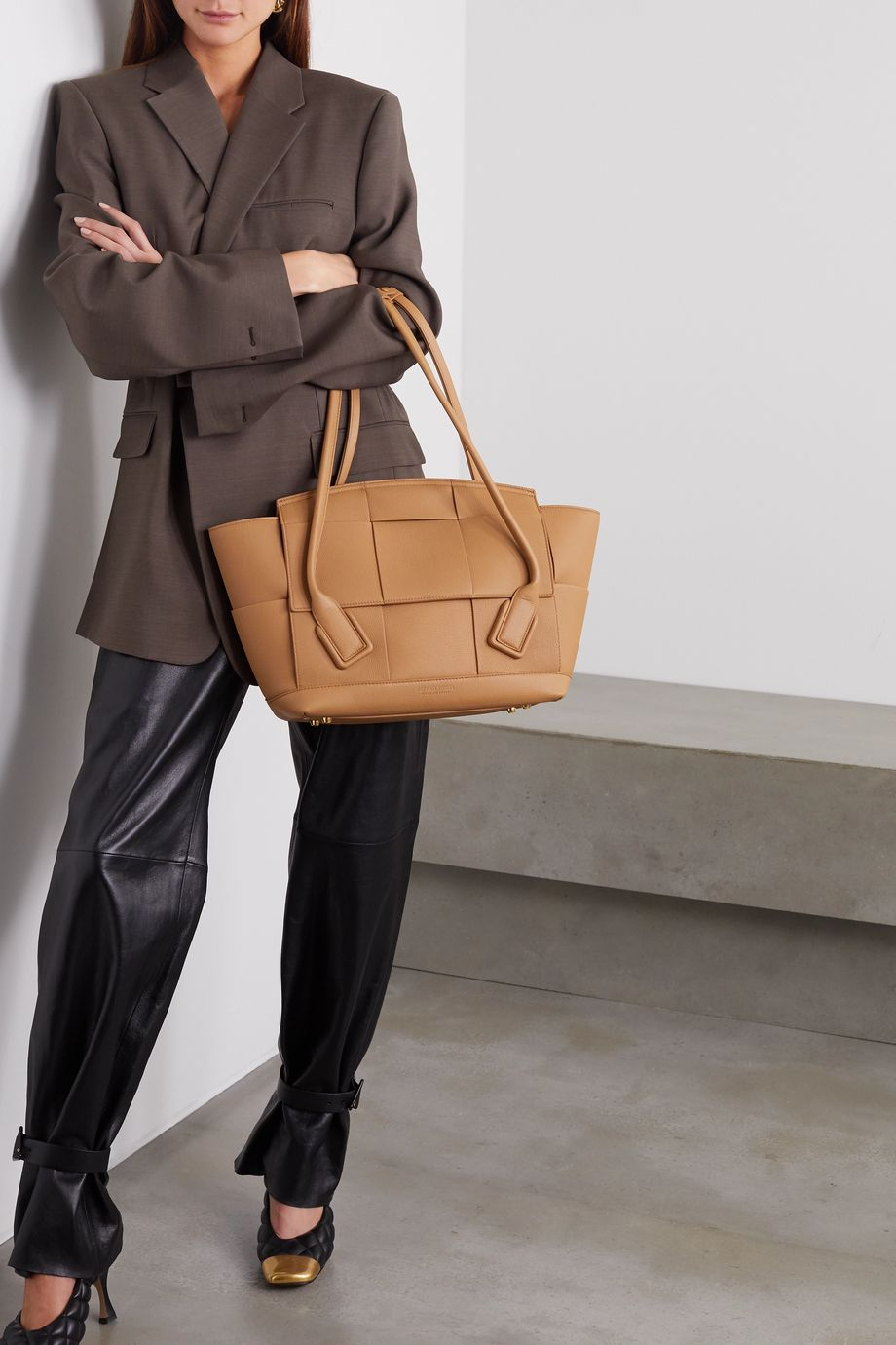 Bottega Veneta Arco medium intrecciato textured-leather tote