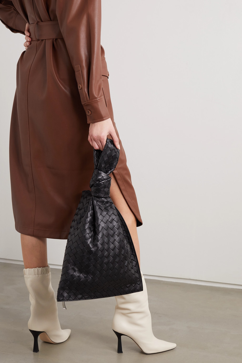 Bottega Veneta BV Twist knotted intrecciato leather clutch