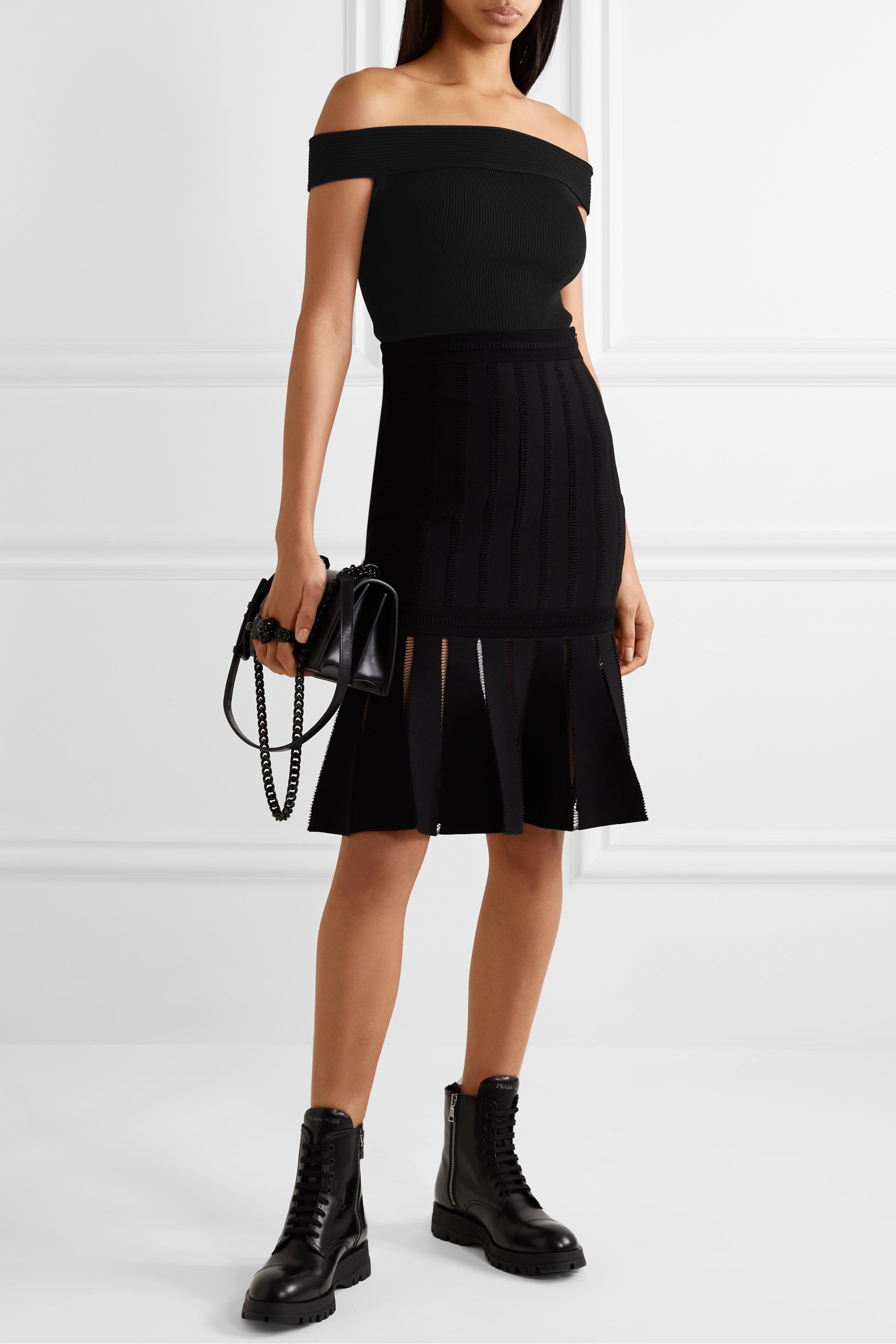 Alexander McQueen Off-the-shoulder ribbed-knit top