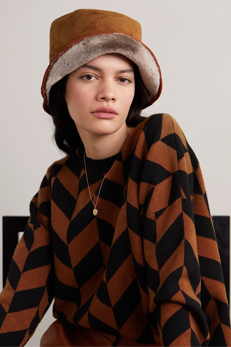 CLYDE Shearling bucket hat