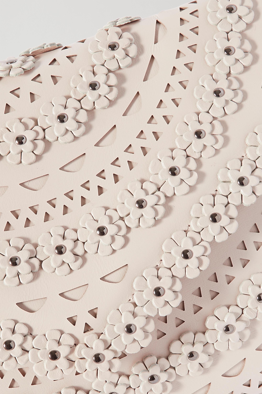Alaïa Clutch aus lasergeschnittenem Leder mit Nieten