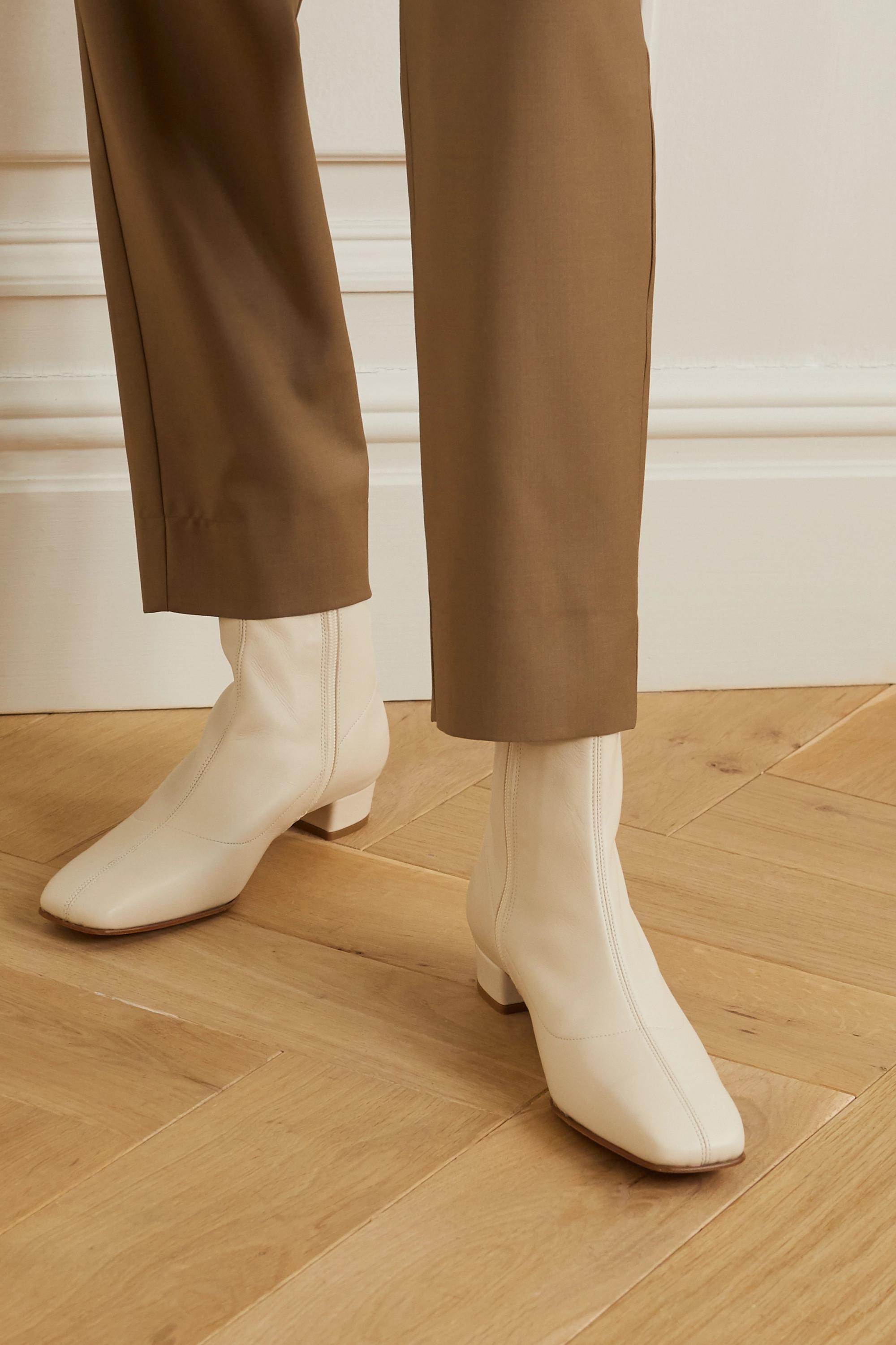 BY FAR Este 皮革踝靴