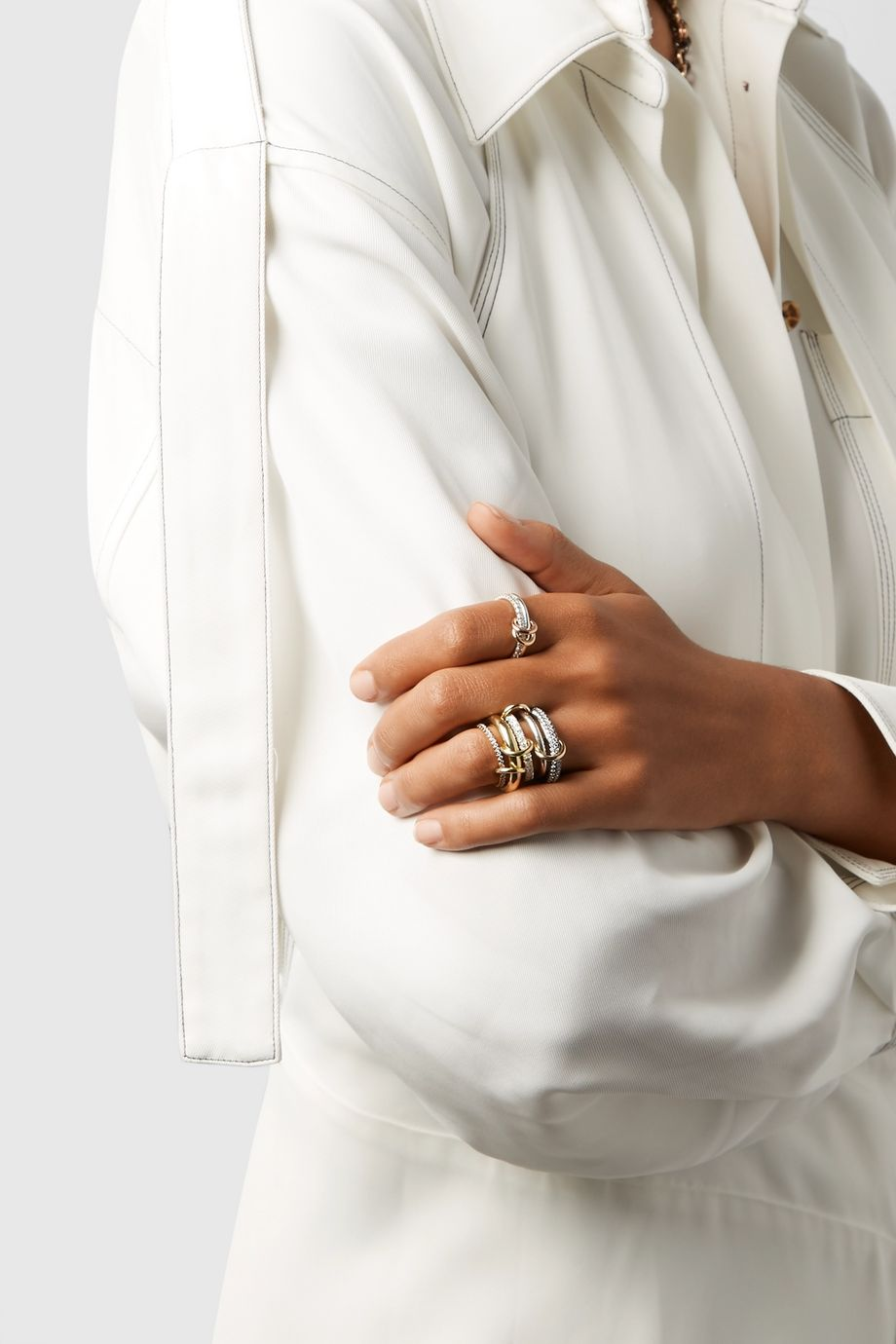 Spinelli Kilcollin Leilani Set aus fünf Ringen aus 18 Karat Gold und rhodiniertem Sterlingsilber mit Diamanten