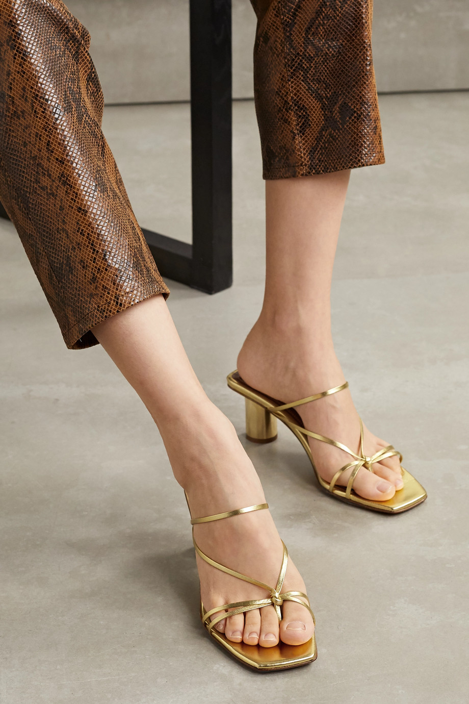 Souliers Martinez Aranda metallic leather mules