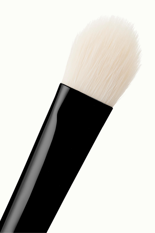 Chantecaille Shade and Sweep Eye Brush