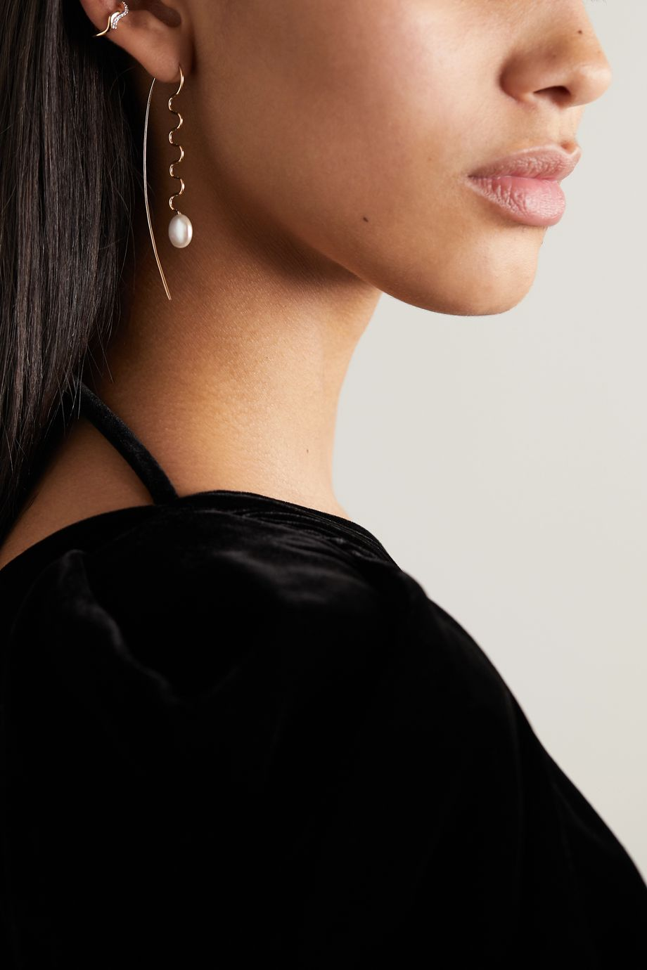 Maria Black Agosto gold pearl earring